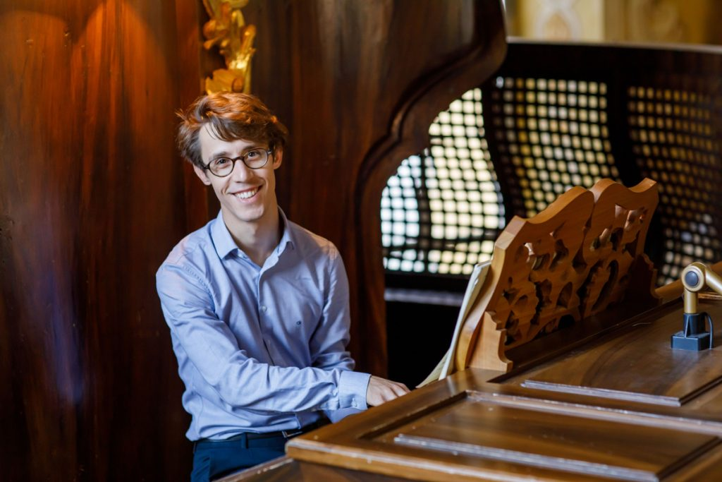 Michael Schadler an der Orgel